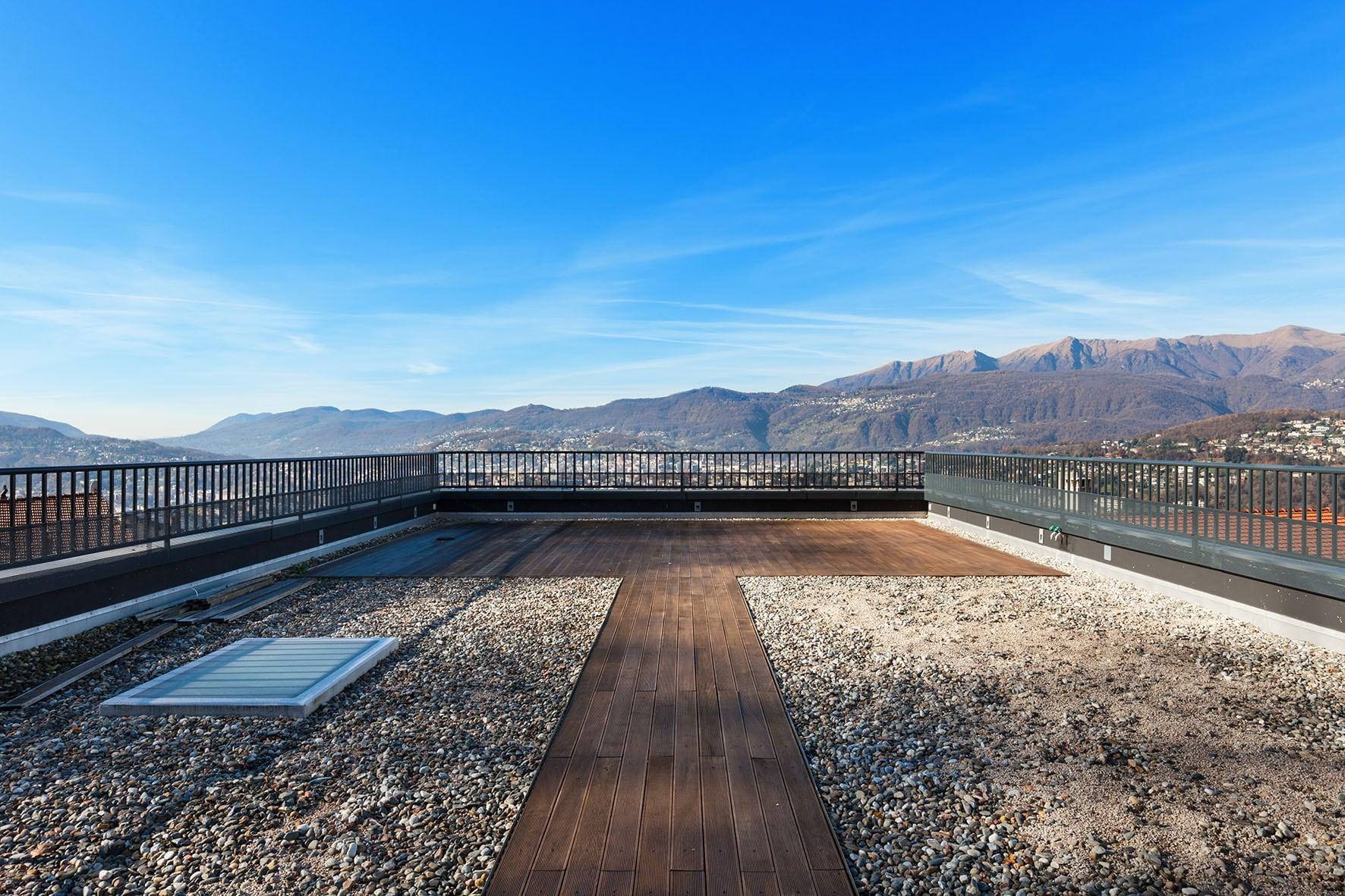 Accès au toit terrasse à gravillon